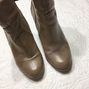 Tan Ankle Boots Side Zip Round Point Toe Size 7.5